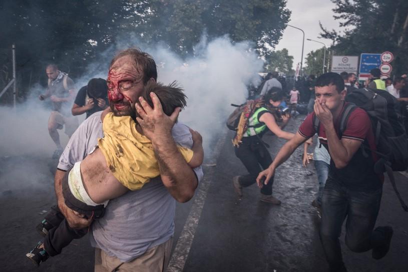 p73-sergey-ponomarev-reporting-europes-refugee-crisis-02