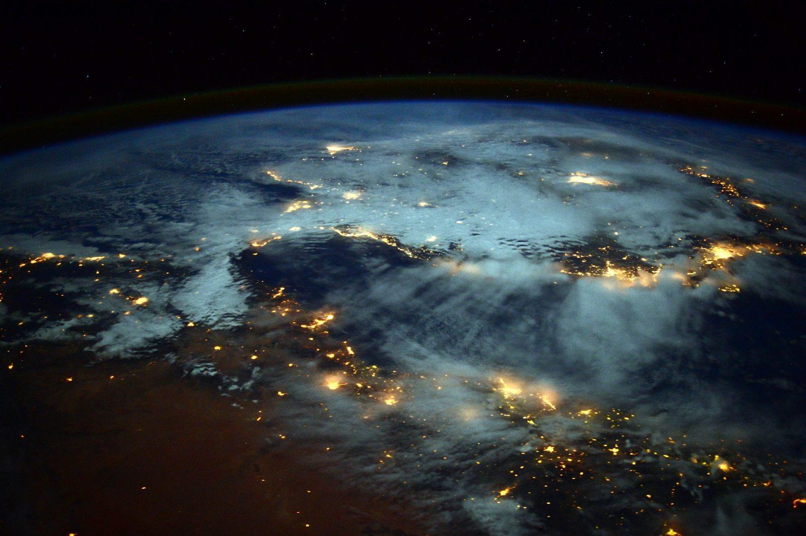 Turning Around the Anthropocene:  Unleashing the Potentials of Abundance