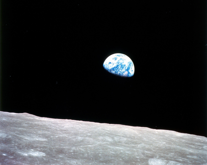 p65 Earthrise
