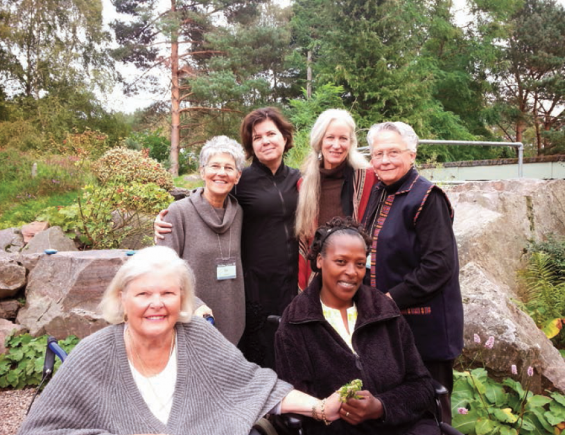 The Kosmos team meets with Neema (center): left to right, Nancy Roof, Dot Maver, Rhonda Fabian, Cynthia Jurs (Kosmos author), Tara Stuart
