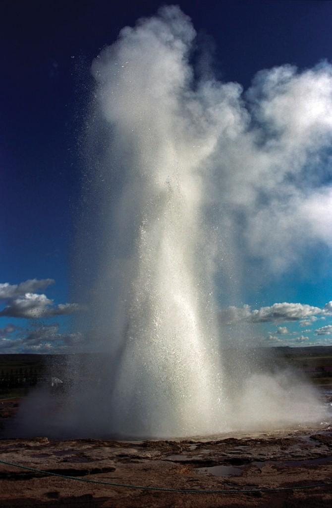Strokkur Geyser, Iceland. photography | Jerzy Strzelecki Wikimedia Commons